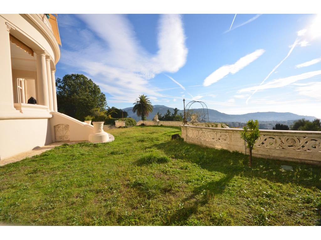 https://d1qfj231ug7wdu.cloudfront.net/pictures/estate/2543/2542083/2860199215c07a8fb9a7817.11176023_1024.jpg